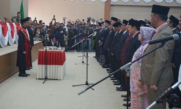 Plt. Bupati Hadiri Pelantikan 45 Anggota DPRD Muara Enim
