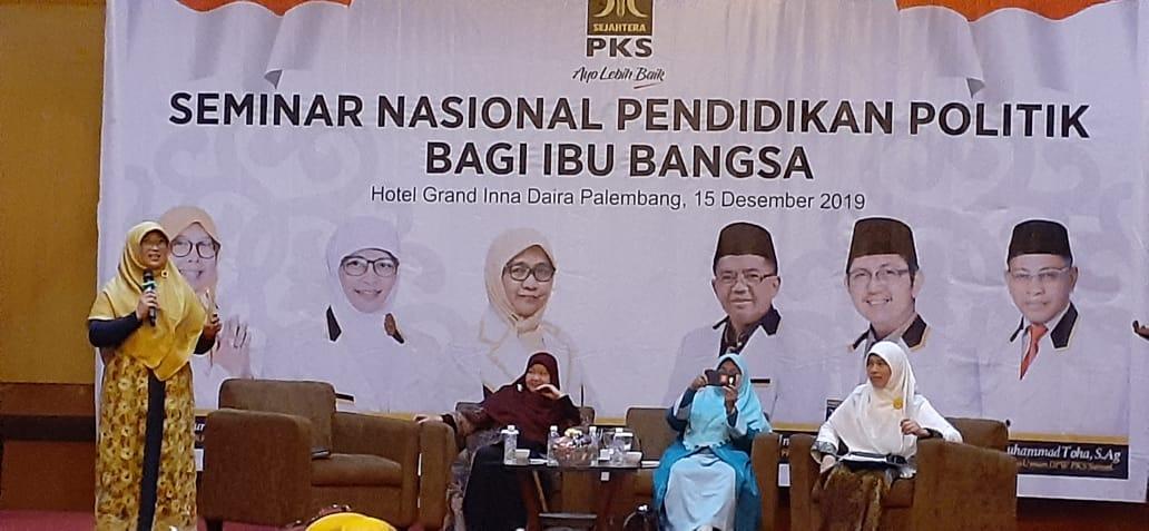 Gelar Seminar Nasional Pendidikan Politik Bagi Ibu Bangsa