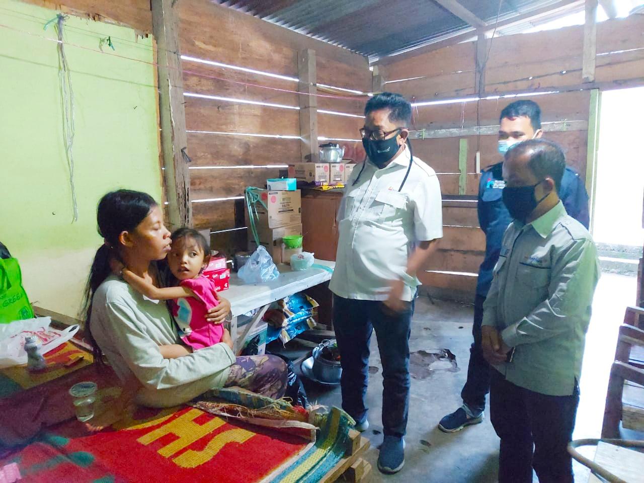 Efi Hernipa Terima Santunan CSR PTBA