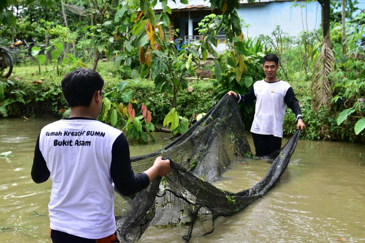 Pulang Kampung Membangun Tanah Kelahiran Dengan Budidaya Ikan Tawar