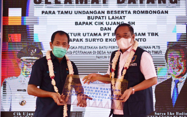 PTBA Bangun  PLTS Nanjungan Dan Bantu 20 Ton Beras Untuk Warga Lahat